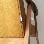 Le fauteuil scandinave moutarde de Sarah