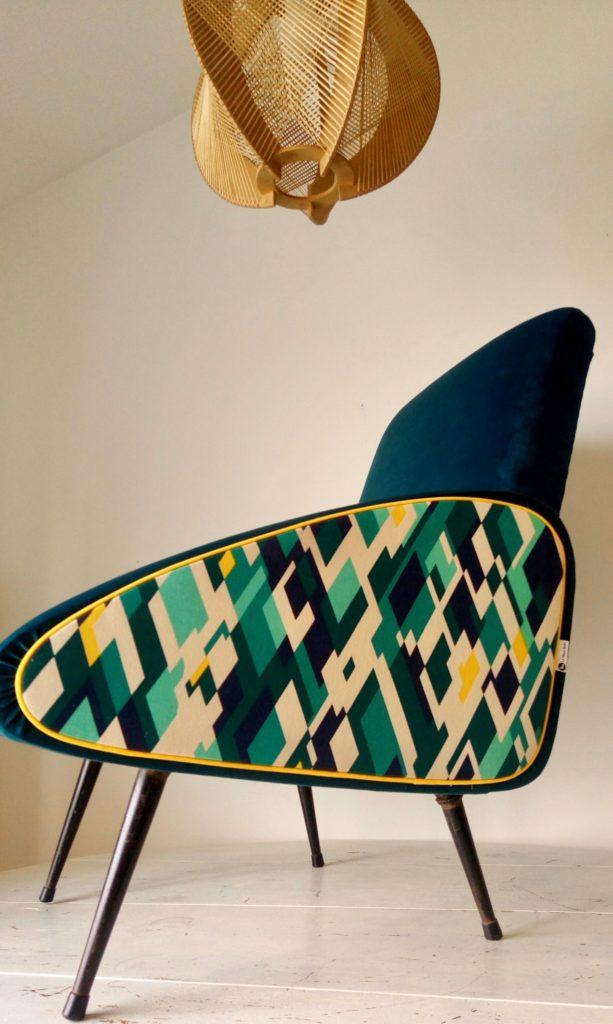 fauteuil année 70 60 50 rénové par l'atelier le Vieux Beau à la Rochelle