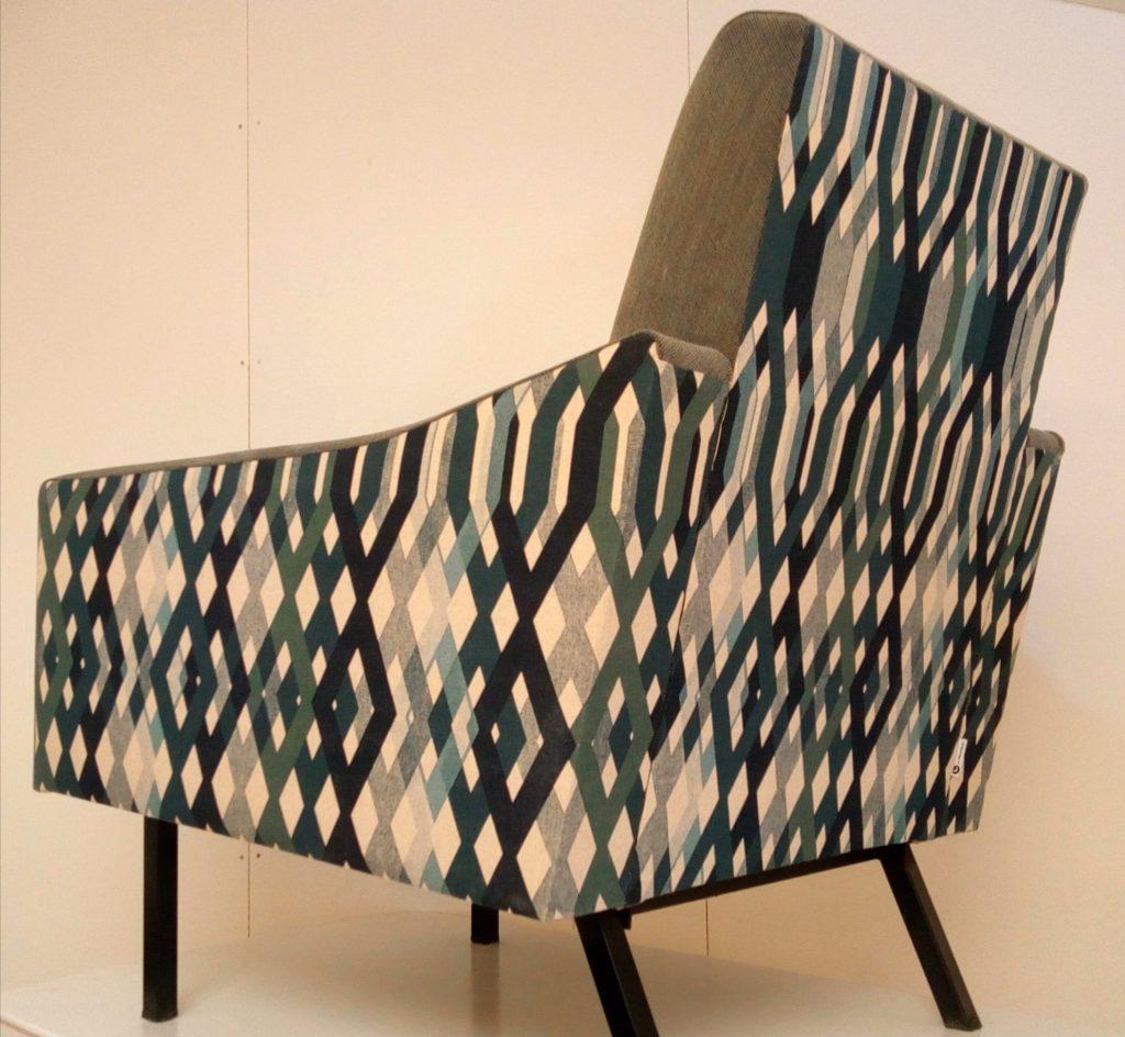 fauteuil année 50 rénové par Le Vieux beau à la Rochelle atelier de tapisserie d'ameublement